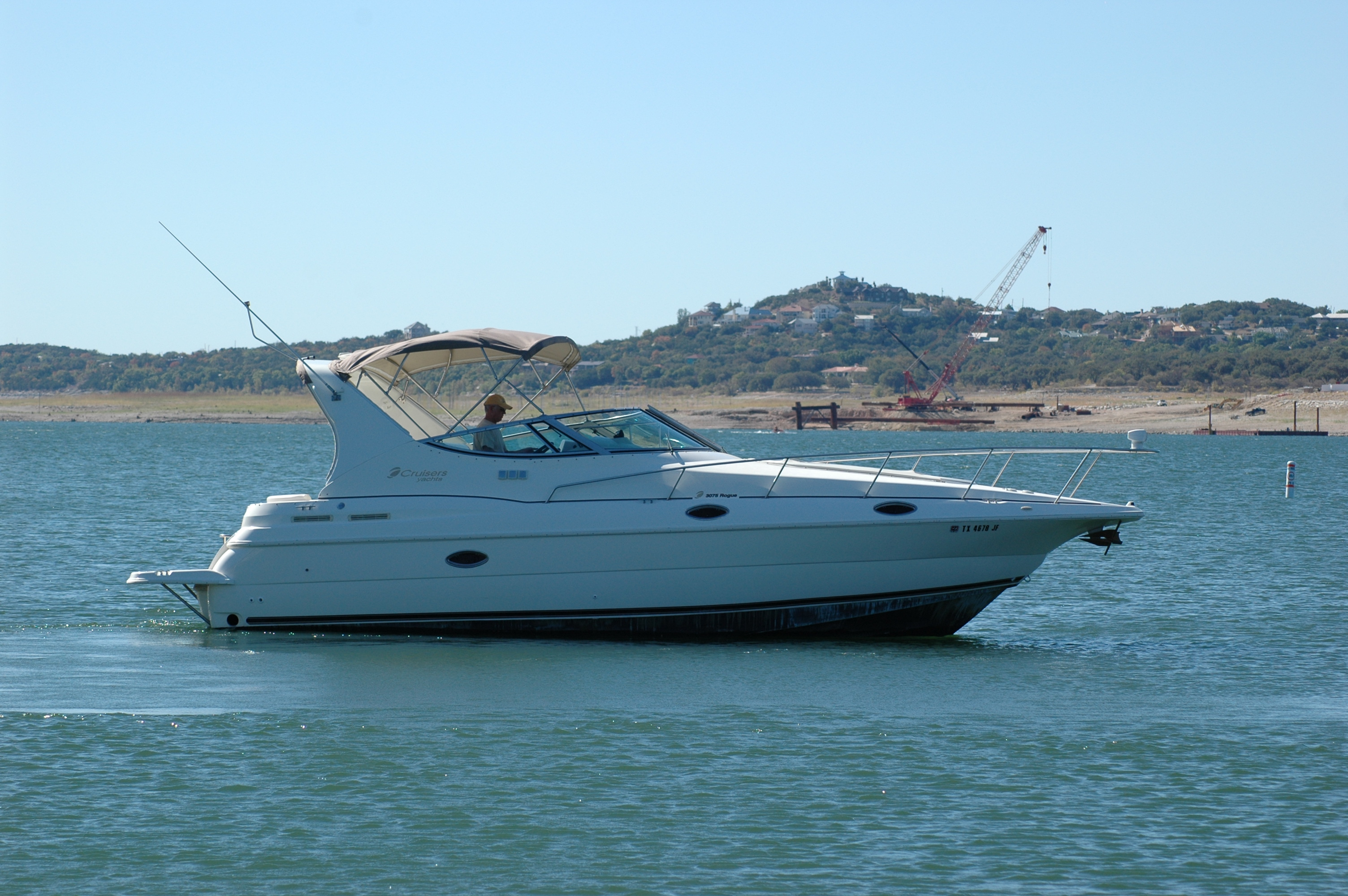 The Cruisers 3075 Rogue provides boaters with smooth, stable handling, ...